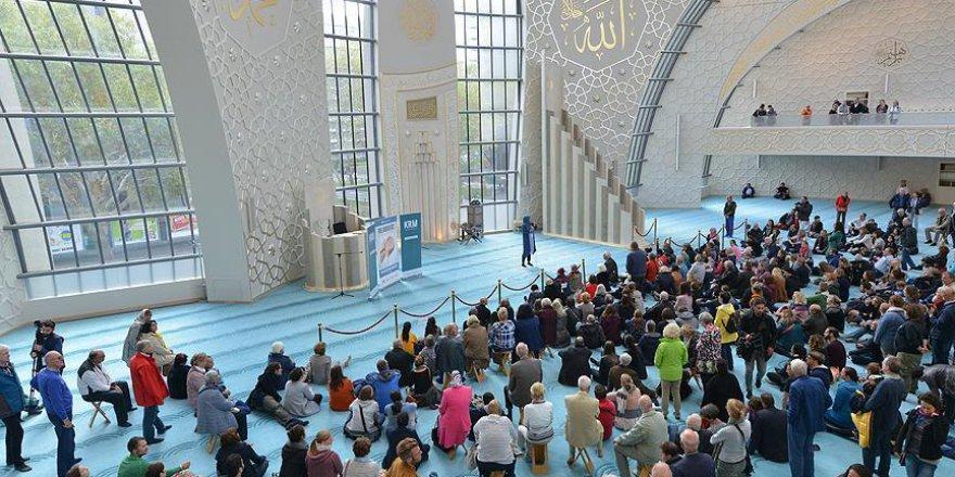 Cumhurbaşkanı Erdoğan'ın açtığı camiye Almanlardan yoğun ilgi