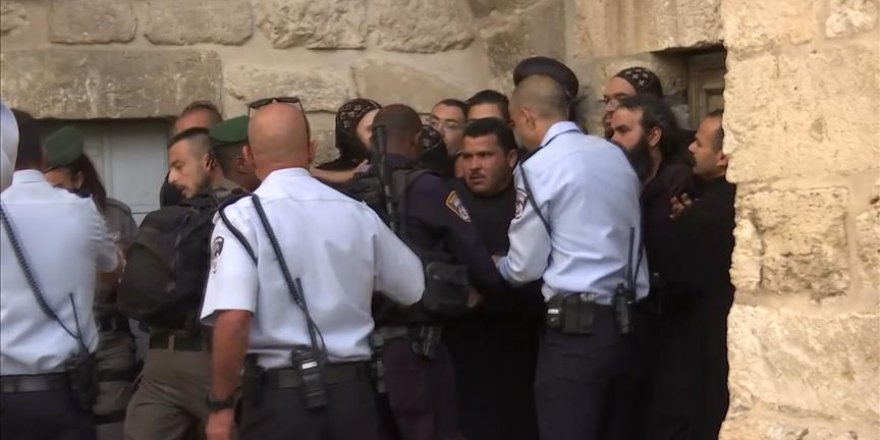 İsrail polisinden Hristiyan din adamlarının protestosuna müdahale