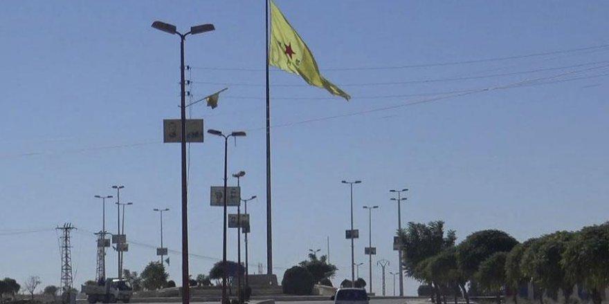 Tel Abyad merkezinde terör örgütü YPG/PKK bayrağı