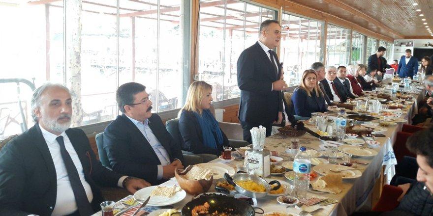 AK Parti, Çukurova İlçe Belediye Başkan Aday Adaylarını Basın Mensuplarına Tanıttı..