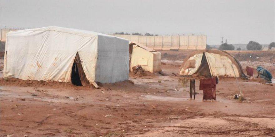 Suriye sınırında 32 bin sivil yardım bekliyor