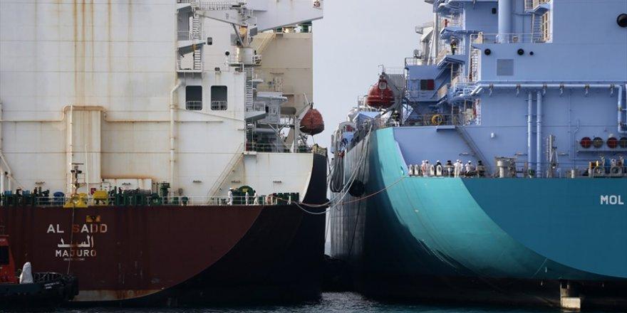 """İki dev gemi"" arasında LNG transferi"
