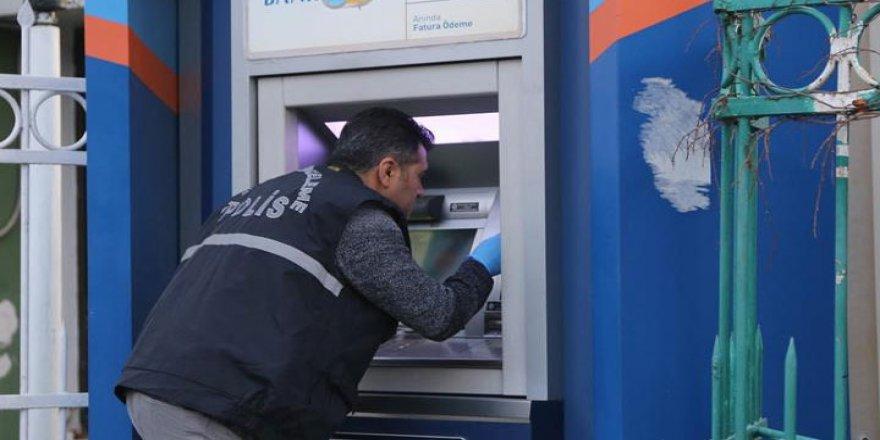 Adana'da bir bankanın ATM'sinde düzenek bulundu