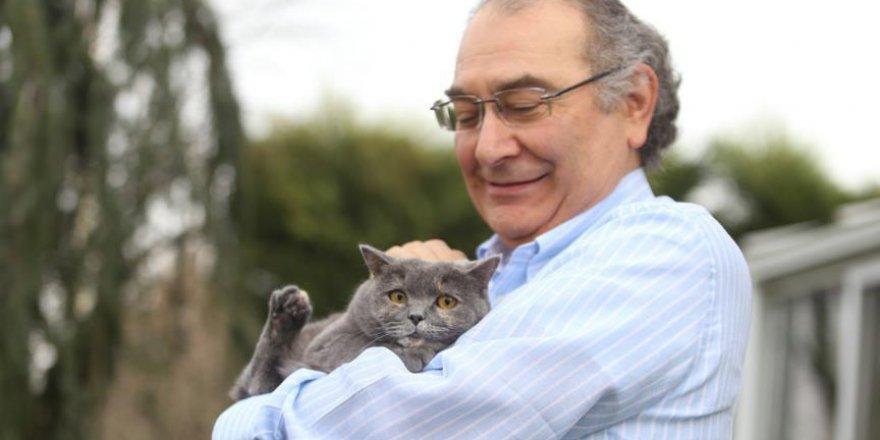'Kedi, sevginin kokusuyla sahibine bağlanıyor'