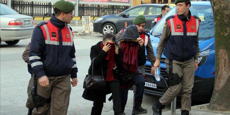 Yurt dışındaki firari FETÖ'cülerin akrabaları da sınırda yakalandı