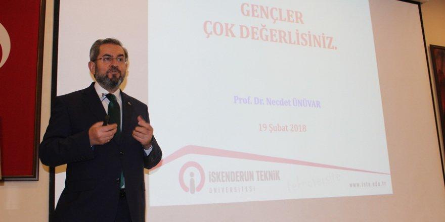 """Prof. Dr. Ünüvar: """"Bağımlılıkla mücadelenin en önemli unsuru aile bağı"""""""
