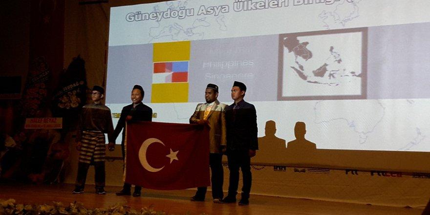 Malezyalı Öğrencilerden İstiklal Marşı..