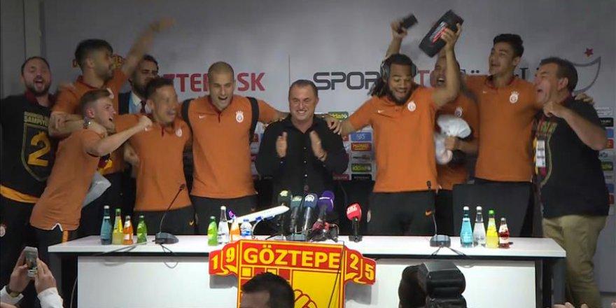 Galatasaraylı futbolculardan Fatih Terim'e süpriz